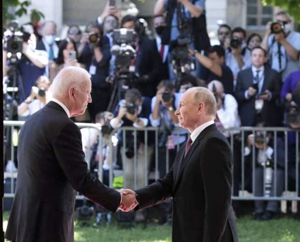 Наиболее обсуждаемой темой саммита Путин-Байден стало агрессивное поведение американской прессы по отношению к своему...