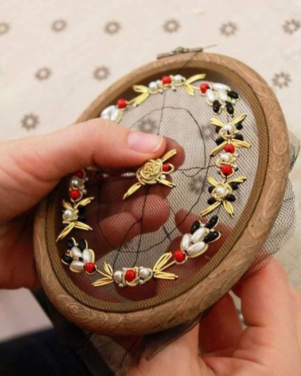 Вышивка по сетке от Krista Decor