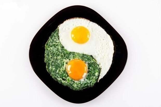 Удивите родных, подав на завтрак оригинальную яичницу!