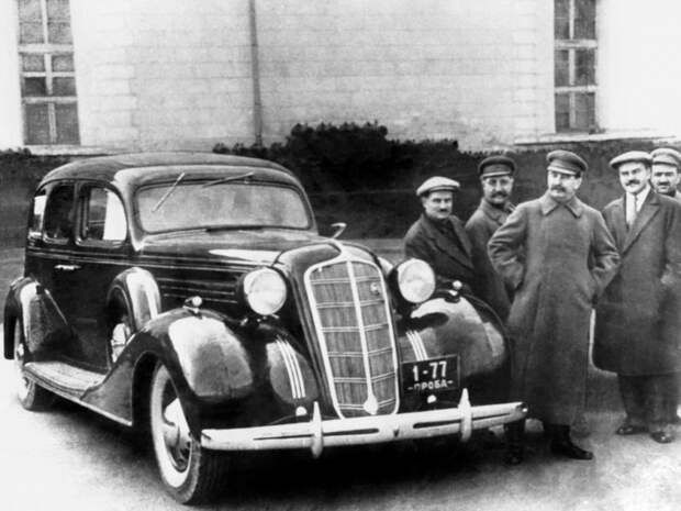 Опытный ЗИС-101 на смотринах у генералиссимуса. Апрель 1936-го ЗИС-101, авто, зис, лимузин, олдтаймер, ретро авто, сталин
