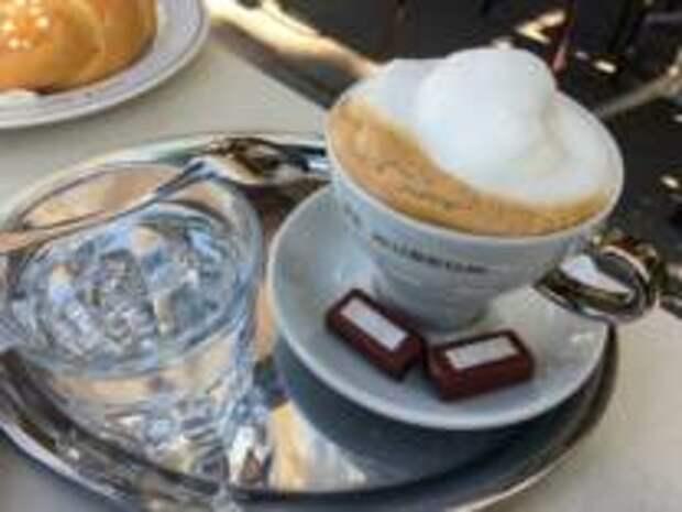 Меланж, серебряный поднос и релакс - Как правильно пить кофе по-венски