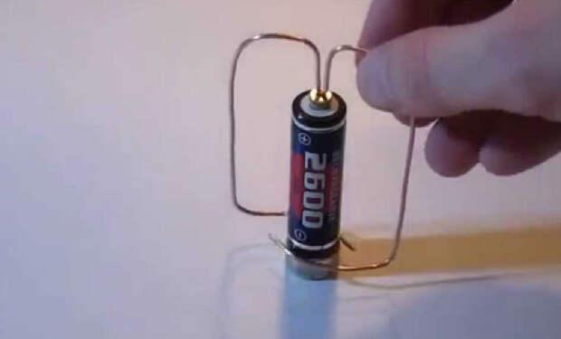 Как сделать двигатель из батарейки