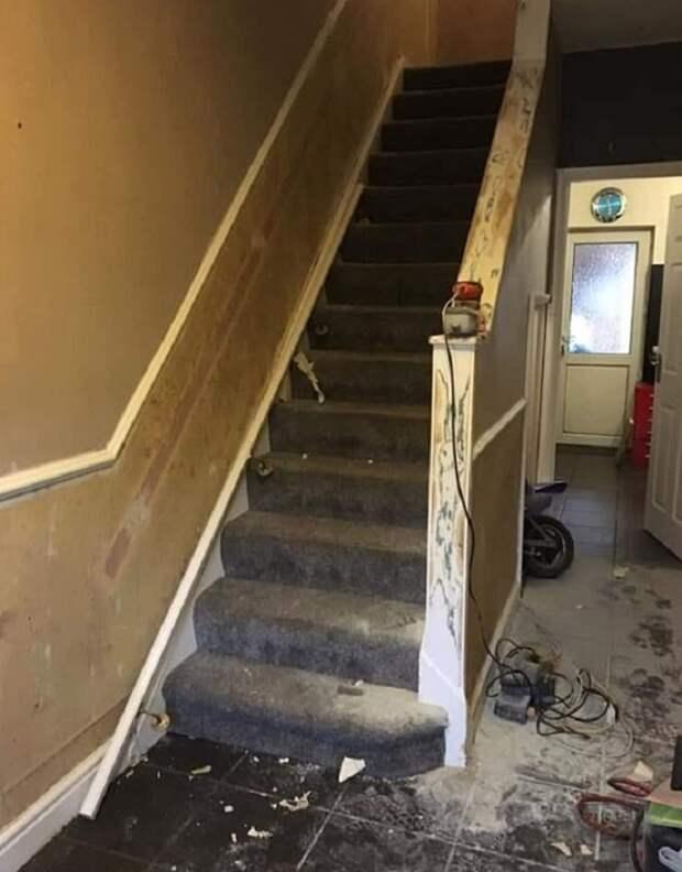 Муж и жена решили самостоятельно сделать ремонт в прихожей и на лестнице: фото до и после