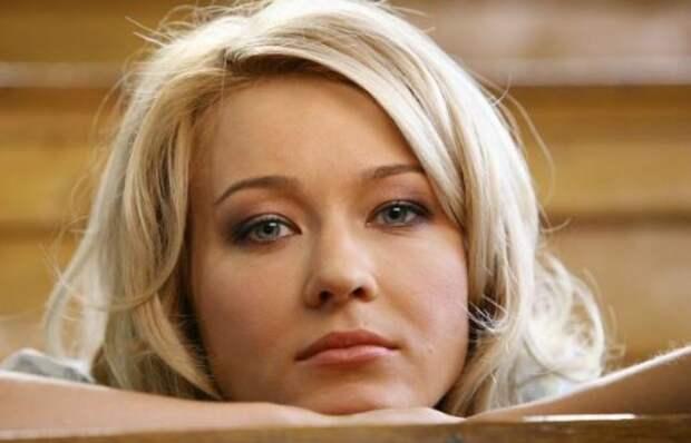 Кадр из фильма *Капля света*, 2009 | Фото: uznayvse.ru