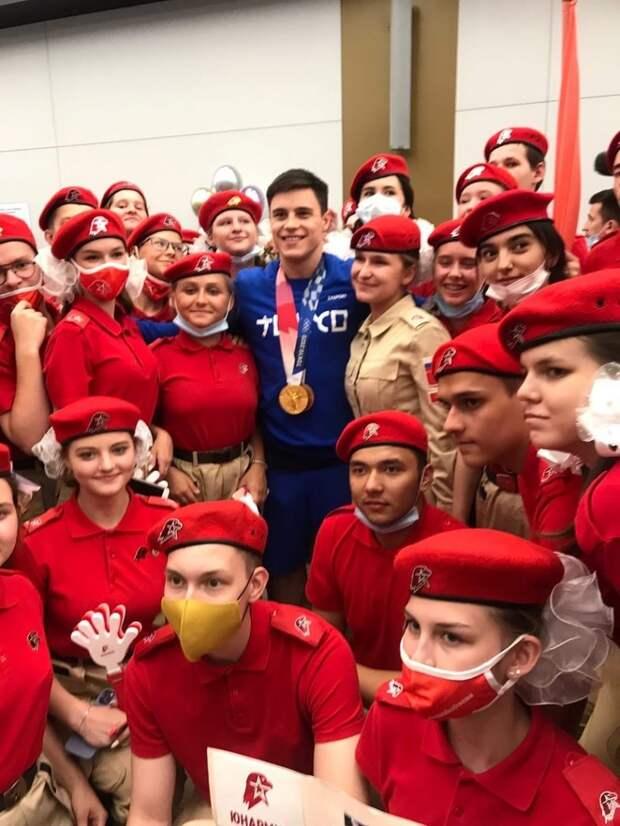 Юнармейцы из Марьиной рощи встретили олимпийского чемпиона Никиту Нагорного