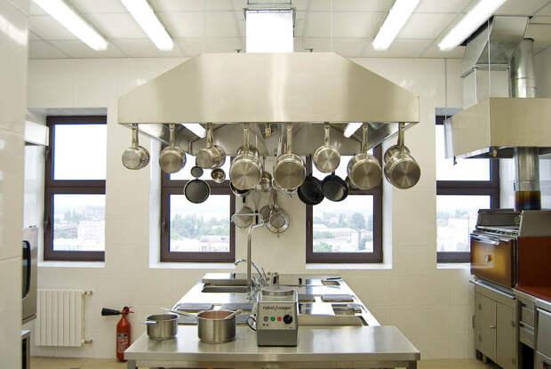 8 советов, как сделать кухню более чистой и безопасной