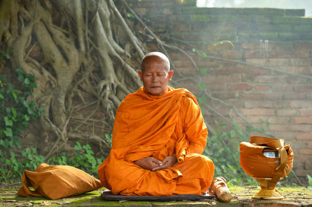 Этот монах явно в самом начале пути к нию-цзё. И, судя по упитанности, идти ему этим путем долго