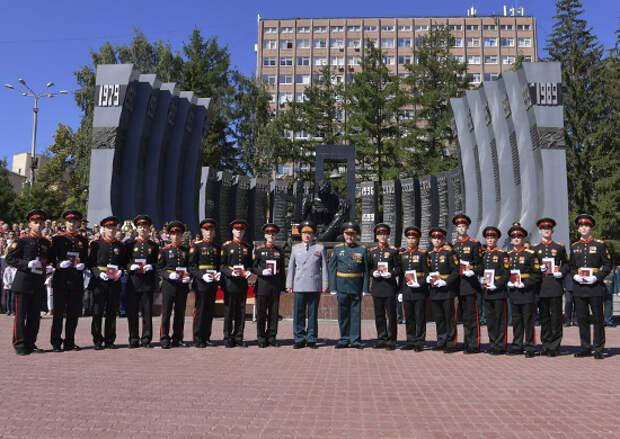 Командующий войсками ЦВО поздравил выпускников с окончанием Екатеринбургского суворовского военного училища