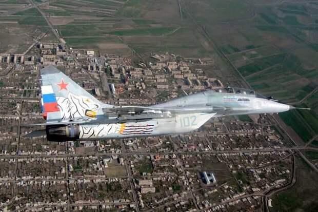 В небе над Арменией замечены странные полеты российских истребителей