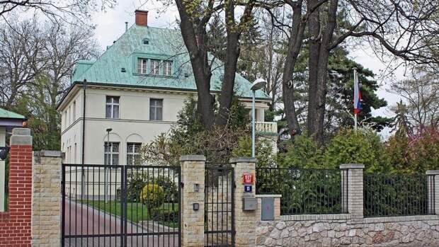 Посольства Чехии и России в Москве и Праге будут иметь по 32 сотрудника