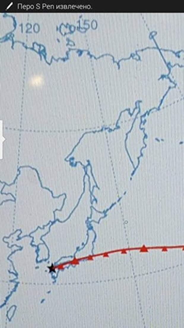 Свежий прогнозируемый трек значительно более безопасен, чем предыдущие - первые 12 часов полет может пройти наш сушей. В случае чего, а такое бывает  в первые часы длинных полётов,  можно безопасно приземлиться ( хотя замечу , что в Японии на таком большом шаре приземляться некуда).   Приятно красиво пройти над горой Фудзи, однако новая проблема: как ATC   пропустит нас над Токио и над аэропортом Нарита вечером, как раз под вечерний прилёт-улёт?   Впрочем, летаем же над Европой, а там значительно плотнее обстановка.