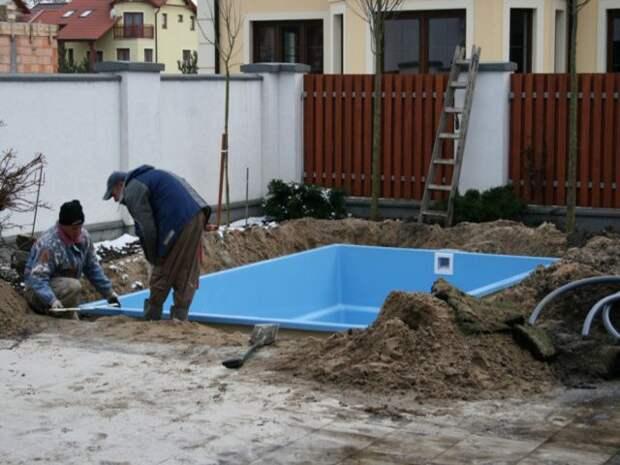 http://dmbadboy.ru/uploads/posts/2011-10/1318262804_22-basseyn-na-uchastke.jpg