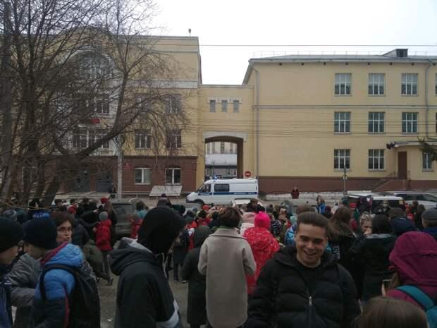 Из лицея в центре Новосибирска эвакуировали учеников