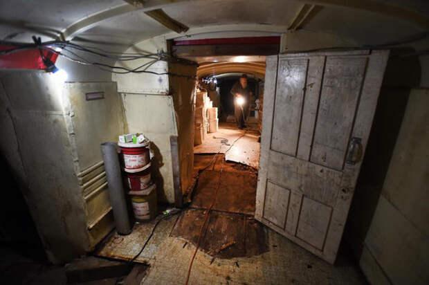 Мужчина закопал 42 автобуса, чтобы сделать из них подземное убежище
