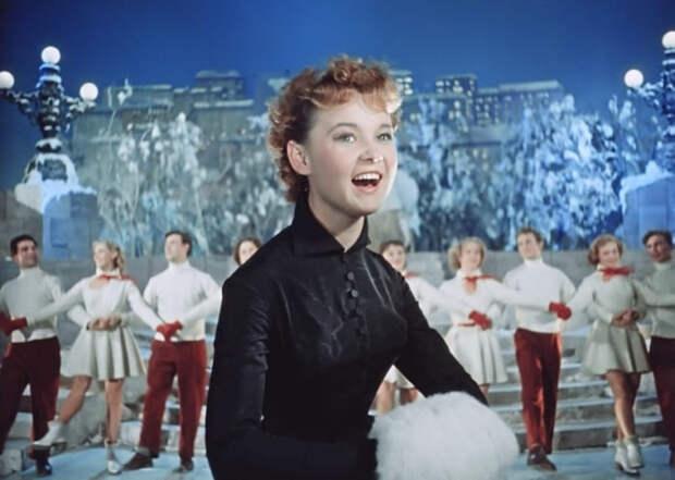 Людмила Гурченко в фильме *Карнавальная ночь*, 1956 | Фото: april-knows.ru