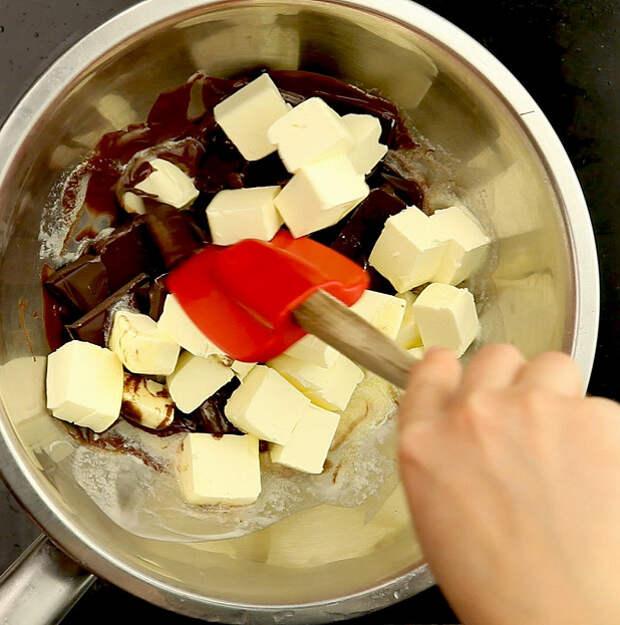 Шоколадный фондан со сливочным мороженым