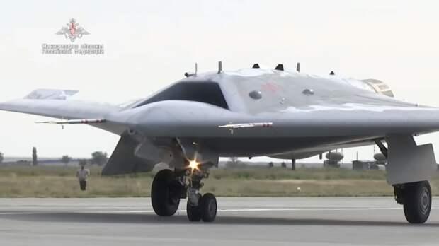 Летчик-испытатель раскрыл уникальные возможности беспилотника «Охотник»