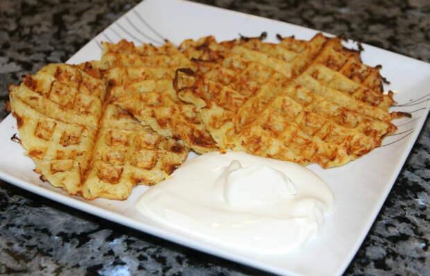 Картофельные драники в вафельнице.   Фото: Newsvideo.su.