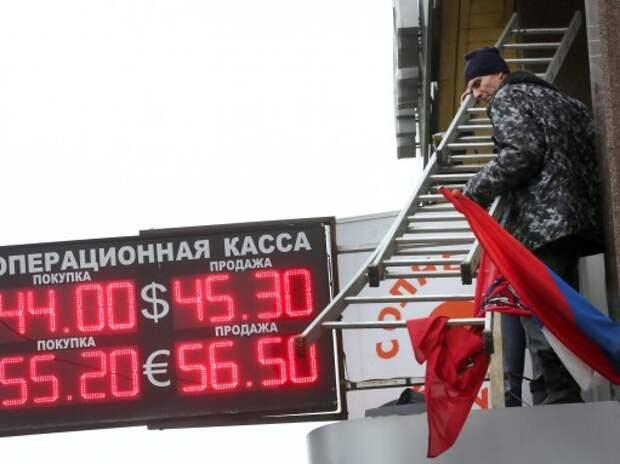 В правительстве пояснили, почему, при падении цен на нефть в мире, в России не будет дешеветь бензин