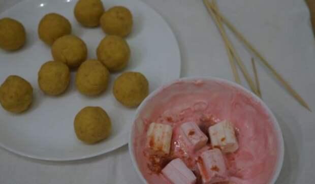 """Сделал пирожное """"Розовые Кейк Попсы"""". Получилось как в мультиках, я доволен."""