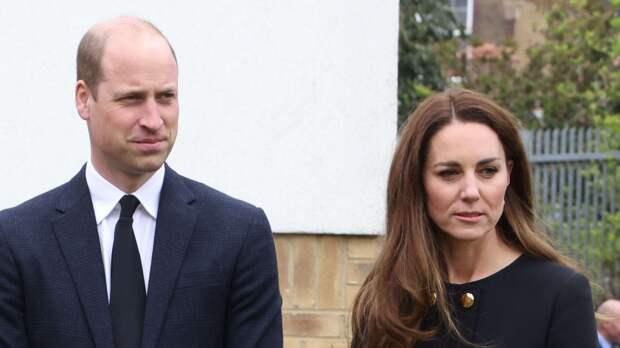 Кейт Миддлтон с мужем впервые вышли в свет после прощания с принцем Филиппом