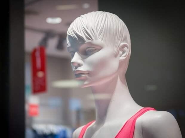 «Дочь Путина» устроила первый показ коллекции одежды в петербургском особняке