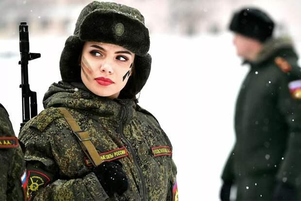 Почему женщин России не призывают в армию
