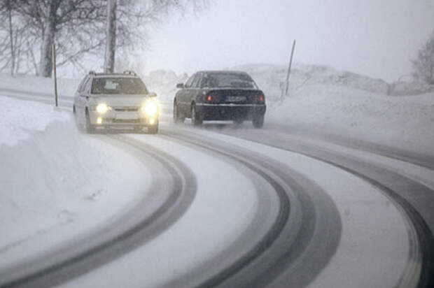 Вождение машины зимой: правила базовой безопасности