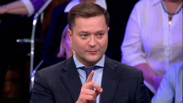 Ведущая «России-1» в прямом эфире попыталась выгнать гостя-«идиота»
