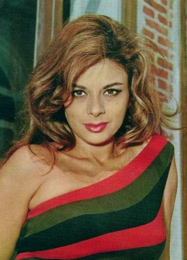 Красотка из 60-ых Сандра Мило
