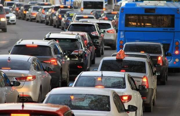 На Дмитровке вечером 5 июня сложилась непростая дорожная ситуация