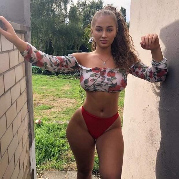 Соблазнительные девушки с подтянутой спортивной фигурой