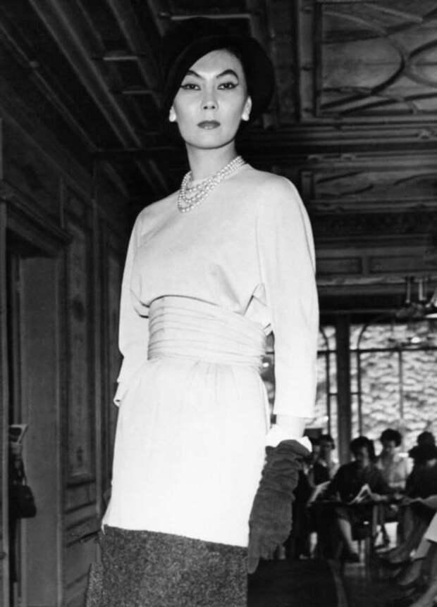 История девушки, которая работала посудомойщицей, а в итоге стала любимой моделью Кристиана Диора
