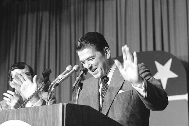 «Россия вне закона. Бомбардировка начнется через 5 минут»: эта и другие шутки Рейгана