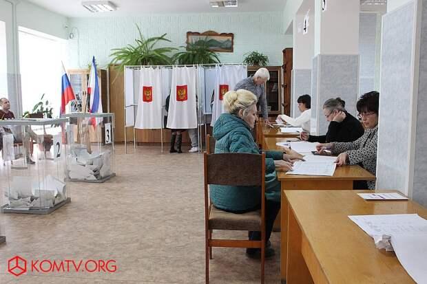 Избирательный участок №448 (библиотека, ул. Крымская) Выборы в Крыму 2018 1