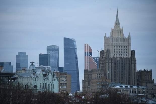 СМИ: в Москву начали ограничивать пропуск машин с номерами других регионов