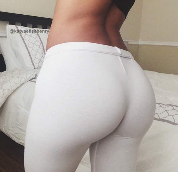 Сексуальные девчонки в спортивных штанишках