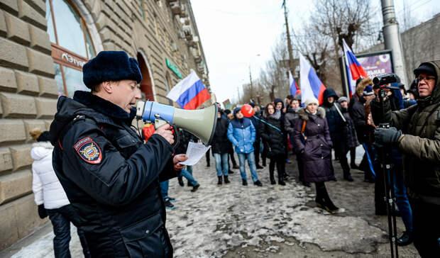 Задержания на митингах и сломанный палец школьницы. Итоги дня в Свердловской области