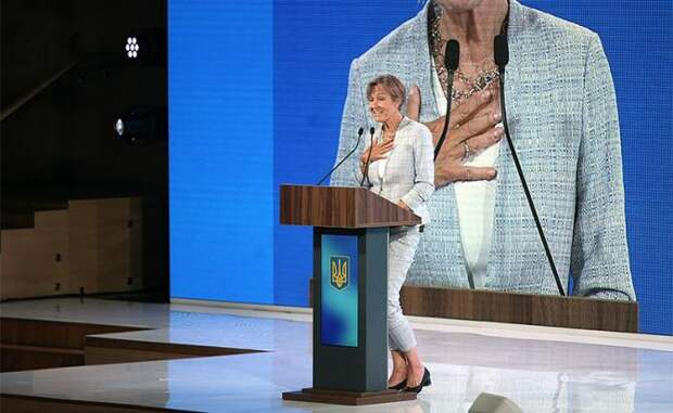 «Страшно тебе, Европа?» «Ой, боюсь, боюсь Россию!..» Фрау украинский посол рассказывает в Киеве жуткие и нелепые сказки