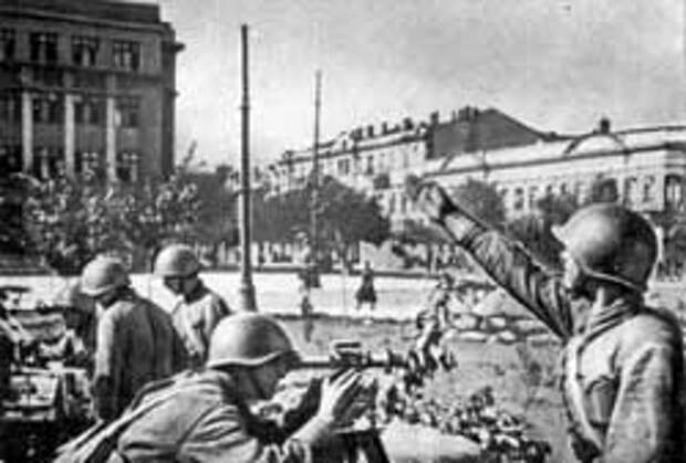 Зенитная батарея на площади Красной Армии, 1941 г.