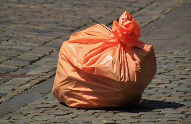 На Бутырской произошло возгорание мусора