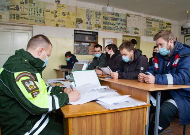 В Мурманской области состоялись выпускные экзамены механиков-водителей бронетехники – будущих воинов-североморцев