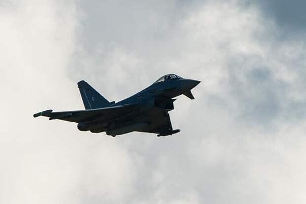 Британия подняла военные истребители навстречу самолету ВКС России