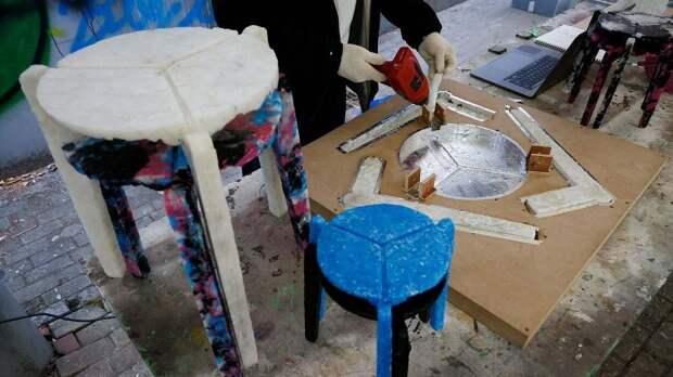 23-летняя студентка из Южной Кореи делает мебель из использованных масок для лица. Ким Ха-Ныль - студентка факультета дизайна, которая в июне начала проект по превращению выброшенных масок для лица в экологичные табуреты