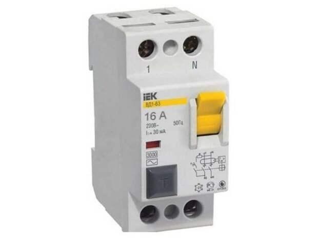 Основная задача УЗО — защита человека от поражения электрическим током