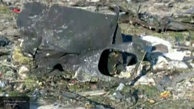 Два человека погибли при крушении одномоторного самолета на парковке в США