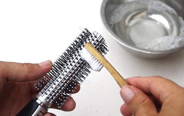Правила быстрой чистки металлических расчесок