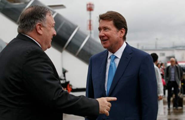 Майк Помпео и Билл Хагерти (справа)