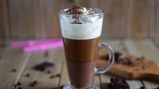 Шоколад, сливки и немного фантазии: как приготовить кофе Бичерин