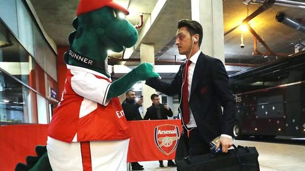 «Арсенал» не вернул обратно первого исполнителя роли Гуннерзавра. Он работал в клубе 27 лет